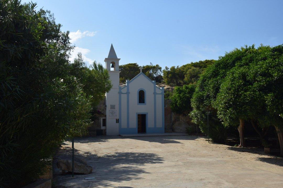 """""""A metà cammino [...] vi è un isola chiamata Lampedosa"""" Il Santuario, La Madonna e i Turchi!!"""